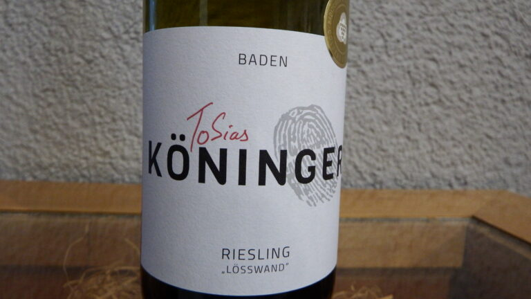 "A close-up of a wine bottle ""Riesling - Lösswand""."