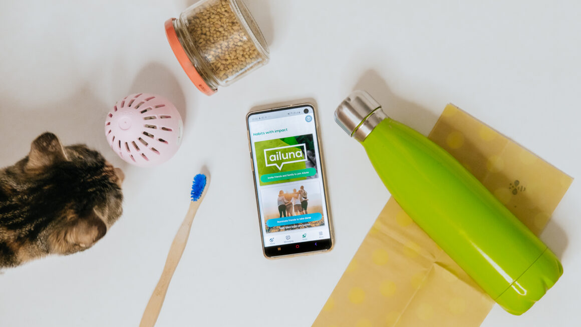 An image of the Ailuna app surrounded by zero-waste products